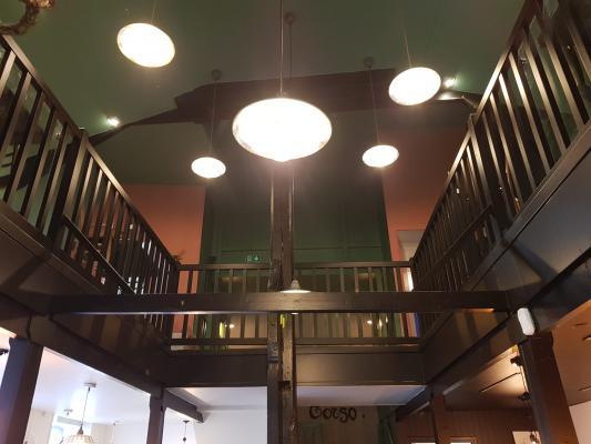 Peinture des murs, plafonds et boiseries (escaliers, portes)